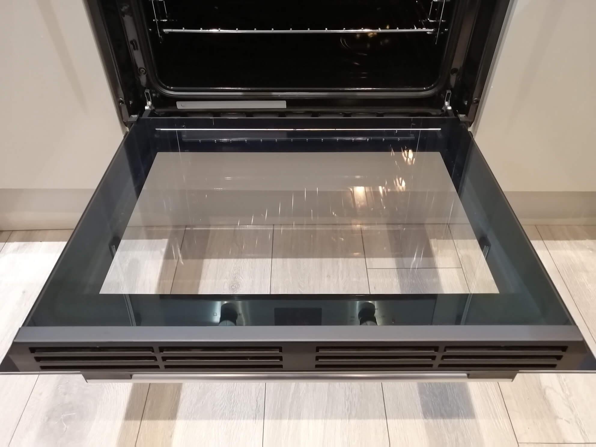 oven-cleaning-Barnsley-clean-door