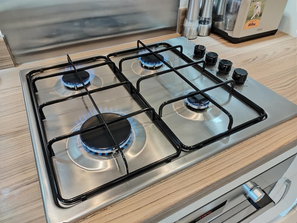 Neff-Slide-&-Hide-Oven-cleaning-Sheffield-hob-flames