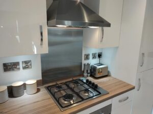 range-Oven-cleaning-hob-and-extractor